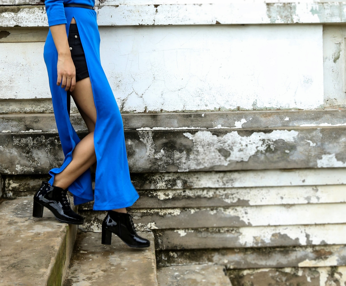 In collaboration with BLOOM & SNOW_ A high slit maxi dress.
